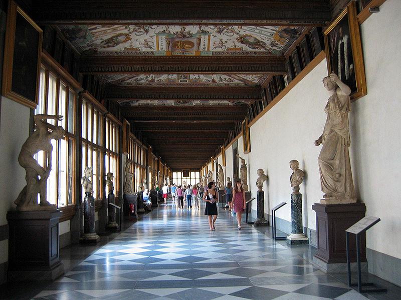 800px-Uffizi_Hallway_8xbk6tfp